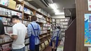 แอบเย็ดหี แอบล่อกัน เย็ดในร้านหนังสือ เย็ดสาวญี่ปุ่น เย็ดสด