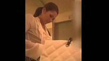 แอบถ่ายสาววัยรุ่น แอบถ่าย แก้ผ้าโชวนม ห้องน้ำ วัยรุ่นแก้ผ้า