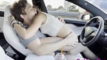 เสียวควย เย็ดในรถ เย็ดบนรถ เย็ดตอนขับรถ เย็ดควยใหญ่